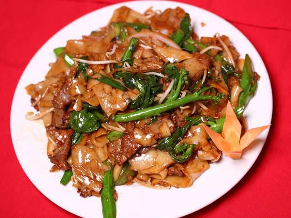 Beef Chow Fun with Veg. & Sauce